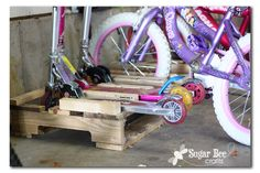 make a scooter and bike rack holder from a pallet - love this! Diy home projects. Pallet Crafts, Pallet Projects, Home Projects, Freetime Activities, Bee Crafts, Bike Storage, Pallet Creations, Bike Rack, Pallet Furniture