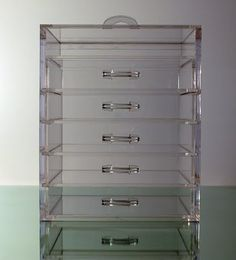 A clear makeup case to show off all your makeup! Just think about how easy it would be to find your makeup and get ready! #makeup #organization