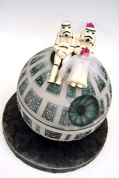 "Starwars cake pinned from ""7 Ways the Internet Makes Wedding Planning Easier"""