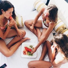 ~♡~BFFs teatox together. Buy your 28 Day BFF detox pack today and look forward… Go Best Friend, Best Friend Goals, Best Friends Forever, Bff Goals, Squad Goals, Photomontage, Besties, Bestfriends, Poses
