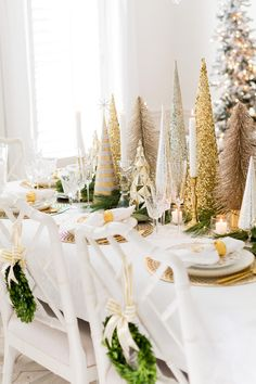My White & Gold Christmas Tablescape christmas tablescapes , My White & Gold Christmas Tablescape My White & Gold Christmas Tablescape. Christmas Dining Table, Christmas Table Settings, Fall Table, Holiday Tables, Thanksgiving Table, Thanksgiving Centerpieces, Holiday Parties, Gold Christmas Decorations, Christmas Tablescapes