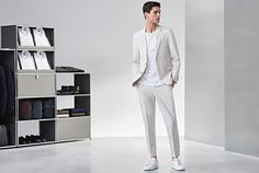 HUGO BOSS | BOSS Guides: The 10 Rules of Sneakers Suits And Sneakers, How To Wear Sneakers, Work Sneakers, White Sneakers, Business Shoes, Business Casual Men, Business Outfits, Hugo Boss, Formal Looks