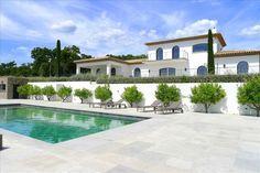 Propriété d'exception avec son propre vin et les olives ! #Le_Plan-De-La-Tour  Superbe propriété contemporaine de 330 m² habitables sur un terrain de 10 800 m² entièrement complanté (oliveraie, vignes...), salon séjour de 85 m², cuisine entièrement équipée, toutes les chambres sont en suite, 4 garages, piscine chauffée avec ses grandes terrasse et pool house.   Prestations http://aiximmo.ch/fr/listing/propriete-dexception-avec-son-propre-vin-et-les-olives/