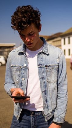 Listen to every Shawn Mendes track Iomoio shawnmendes Cameron Boyce, Cameron Dallas, Shawn Mendes Lindo, Shawn Mendes Cute, Shawn Mendes Imagines, Beautiful Boys, Pretty Boys, Beautiful People, Shwan Mendes