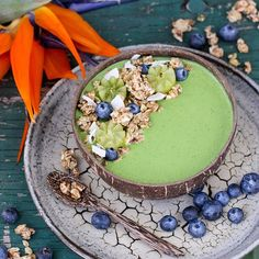 Matcha Smoothie Bowl 🍵 Topped with Coco-Nutty Granola in Coconut, Spelt and Fig from @benaturalausnz 💚 so yummy. I love the fact that they're come out with this new Plant Power range 🌿 The Smoothie is just frozen banana, zucchini, baby spinach, @matcha maiden , @naturalrawc coconut water and some stevia. It's been so hot here it stormed last night. So fingers crossed that it's cooled down today ☀️ Have a great day x #fitfood #food #eathealthy #instafit #FF