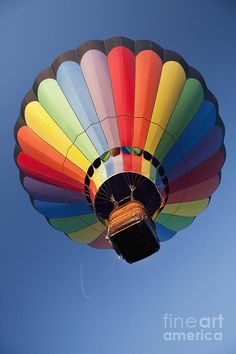 Hot Air Balloon In Flight by Bryan Mullennix Bubble Balloons, Helium Balloons, Bubbles, Air Balloon Rides, Hot Air Balloon, Asa Delta, Air Ballon, Rainbow Colors, Beautiful Pictures