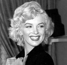 In This Picture, Marilyn Monroe Simply Glowing. Marilyn Monroe Photos, Marylin Monroe, Stars D'hollywood, Gentlemen Prefer Blondes, Norma Jeane, Hollywood Glamour, Photos Du, Vintage Beauty, Belle Photo