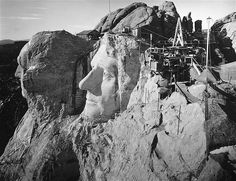 Mount Rushmore A view of the heads of U. presidents George Washington and Thomas Jefferson from the top of Abraham Lincoln's head, as Mount Rushmore was under construction in South Dakota in the Washington And Jefferson, Thomas Jefferson, George Washington, Monte Rushmore, World Icon, Rare Historical Photos, Rare Photos, Hoover Dam, Story Of The World