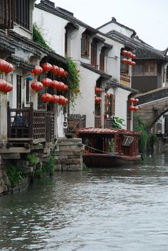 Riverside residences in Suzhou, China Cool Places To Visit, Great Places, Places To Travel, Places To Go, Beautiful Places, Chinese Buildings, Chinese Architecture, Art And Architecture, Suzhou