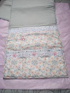 Organizador de cama. Super delicado.