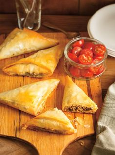 Ricardo& recipes: Small Beef and Vegetable Puff Pastries Sundried Tomato Pesto, Beef Recipes, Healthy Recipes, Healthy Food, Ricardo Recipe, Tacos And Burritos, Best Comfort Food, Lunches And Dinners, Antipasto