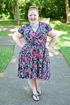 Style Remix: The Tropical Print Dress. In today's post, I draw inspiration from Rio Carnival and style this Leafy Floral Wrap Dress from Avenue two ways. Casual Dress Outfits, Curvy Outfits, Plus Size Outfits, Plus Size Retro Dresses, Plus Size Girls, Curvy Women Fashion, Plus Size Fashion, Skirt Fashion, Fashion Outfits