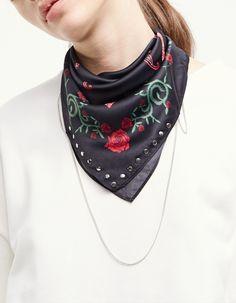 Floral print bandana scarf - Neck scarves   Stradivarius Spain
