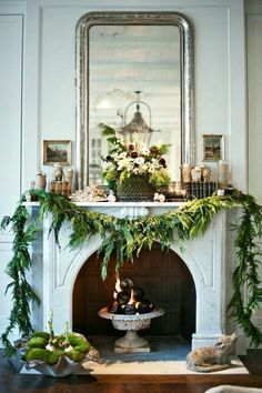 Last minute Christmas garland to make the holiday fireplace mantle look festive. Christmas Mantels, Noel Christmas, All Things Christmas, Winter Christmas, Christmas Decorations, Holiday Decorating, Elegant Christmas, Beautiful Christmas, Christmas Design