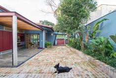 Casa Azul   Galeria da Arquitetura Arch House, Lava, Interior Exterior, Interior Design, Estilo Tropical, 1, Cabin, Architecture, House Styles