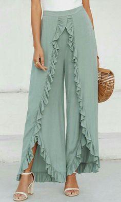 Fashion Pants, Look Fashion, Fashion Dresses, Womens Fashion, Fashion Design, Winter Fashion, Split Pants, Ruffle Pants, Pants Pattern