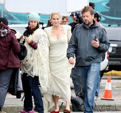 Elizabeth Mitchell - 4 * 10  Behind the scenes. 22 October 2014