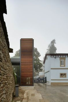 Gallery of The Roman Walls of Lugo Elevator / Antonio Pernas Varela - 6 Lift Design, Cabin Design, Glass Lift, Elevator Design, Glass Elevator, Landscape And Urbanism, Design Theory, Interior Stairs, House Elevation