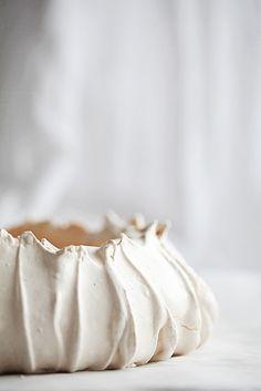 Pavlova meringue by Call me Cupcake Sweet Recipes, Cake Recipes, Dessert Recipes, Call Me Cupcake, Cupcakes, Köstliche Desserts, Let Them Eat Cake, Food Cakes, Macarons