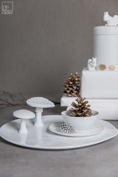 Ein Teller aus feinem Porzellan. Für festliche Tafeln und weihnachtliche Runden…