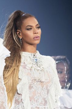 Top 5 Beyonce Hairstyles To Try Today — Famous Beautiful Celebrity Black Women Hair Ideas Estilo Beyonce, Beyonce Style, Nelly Furtado, Beyonce Knowles Carter, Beyonce And Jay Z, Beyonce Twin, Beyonce Fans, Solange Knowles, Destiny's Child