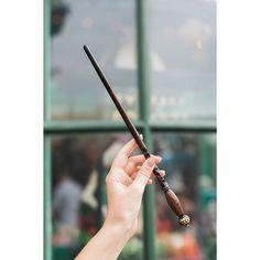 grafika harry potter, hogwarts, and magic Estilo Harry Potter, Harry Potter Magic, Harry Potter Outfits, Harry Potter Theme, Harry Potter Hogwarts, Wooden Wand, Wizard Wand, Diy Wand, Hogwarts Mystery