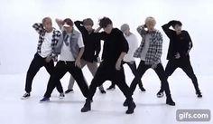 BTS DNA dance gif Bts Dance Practice, Gif Dance, Bts Dancing, Bts Boys, Bts Jungkook, Bts Memes, Fanfiction, Wattpad, Seokjin
