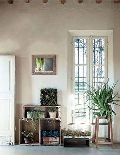 crates as shelves, + green | http://bedroom-gallery2.blogspot.com