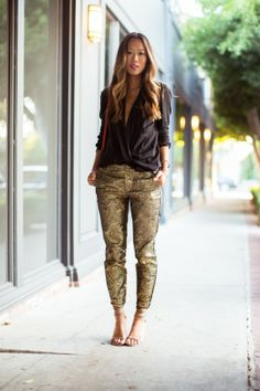 Shimmy Shimmy Gold Pants Gold pants and deep-V black lightweight top – Song of Style Song Of Style, Style Me, Fashion Blogger Style, Look Fashion, Womens Fashion, Fashion Trends, Glamour, Gold Pants, Estilo Blogger