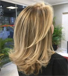 60 Fun and Flattering Medium Hairstyles for Women : Medium Flicked Hairstyle Medium Blonde Hair, Brown Blonde Hair, Medium Hair Cuts, Brunette Hair, Medium Hair Styles For Women, Blonde Layers, Brunette Highlights, Blonde Balayage, Mid Length Hair