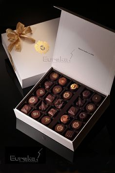 Chocolate Shots, Chocolate Work, Luxury Chocolate, Chocolate Factory, Chocolate Coffee, Chocolate Molds, Chocolate Box Packaging, Candy Bark, Candy Christmas Decorations