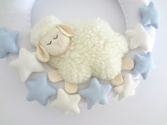 Discover thousands of images about Guirlanda Ovelhinha no Sheep Crafts, Felt Crafts, Felt Christmas Ornaments, Pink Christmas, Sheep And Wool Festival, Blue Nose Friends, Free To Use Images, Brazilian Embroidery, Crafts To Make And Sell