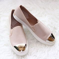 Nude Stradivarius slip on shoes- Slip on shoes fashion trend http://www.justtrendygirls.com/slip-on-shoes-fashion-trend/