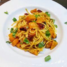 SMOOTH COOKING aneb vaříme hladce : TĚSTOVINY NA MÁSLE SE ŠALVĚJÍ, DÝNÍ A SUŠENÝMI RAJČATY Linguine, Spaghetti, Ethnic Recipes, Food, Hoods, Meals, Noodle