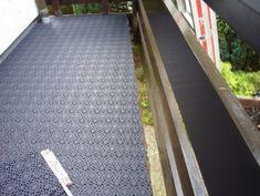 Balkonfliesen Bergo ROYAL in grafithgrau auf einem konisch verlaufenden Balkon Patio
