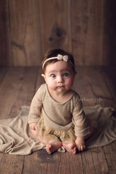 6 Month Baby Picture Ideas, Baby Girl Pictures, Newborn Pictures, Children Photography, Newborn Photography, Photography Backdrops, 9 Month Old Baby, Milestone Pictures, Girl Photo Shoots