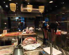 Пожалуй, самый основательный мясной ресторан города, где все на виду