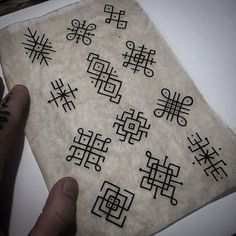 Rangoli Patterns, Rangoli Kolam Designs, Rangoli Designs With Dots, Beautiful Rangoli Designs, Henna Designs, Tattoo Designs, Moños Tattoo, Body Art Tattoos, Tattoo Drawings