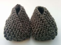 Today I have a very simple knitting pattern to share with you guys, and it's these adorable baby booties. These…