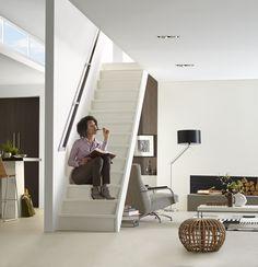 Mooi zo'n #trap. Zie jij jezelf ook al zo op de trap zitten? Trap, Mirror, Furniture, Home Decor, Decoration Home, Room Decor, Mirrors, Home Furnishings, Arredamento
