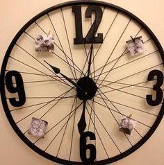 Wheel Clock Bicycle Wheel, Bicycle Art, Bicycle Clock, Diy Wall Decor, Diy Home Decor, Wall Decorations, Mur Diy, Diy Clock, Clock Ideas