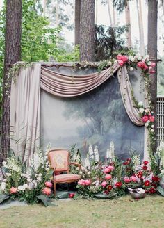 9 Wedding Photo Backdrops That Will Blow Up Your Insta Feed - Backyard/outdoor wedding photo backdrop wedding backdrop Paper Flower Backdrop Wedding, Wedding Ceremony Backdrop, Wedding Backdrops, Diy Photo Booth Backdrop, Backdrop Ideas, Backdrop Photobooth, Booth Decor, Booth Ideas, Backdrop Design