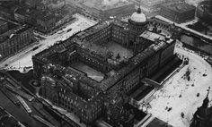 IL CASTELLO IMPERIALE DI BERLINO  CHE SARA' ABBATTUTO NEL 1950