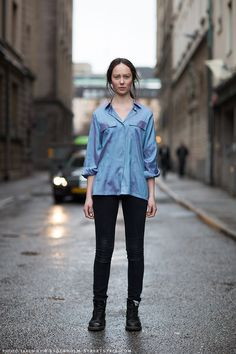 #StreetStyle good shirt with those black skinnies. #IngridBjorklund in Stockholm.