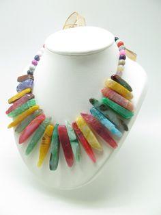 Collar multicolor handmade de Marta Junco en Luxeli. Mira los diferentes diseños en www.luxeli.com