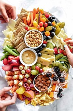 Party food platters, food trays, party trays, brunch finger foods, finger f Snacks Für Party, Appetizers For Party, Appetizer Recipes, Kid Friendly Appetizers, Party Food Kids, Game Night Snacks, Dessert Recipes, Icing Recipes, Party Sweets