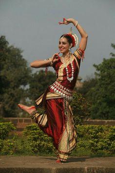 Oriental/ Odissi Dance #AY Odisha Orissa , Classical Indian Dance, Bharatanatyam,  Apsara Khmer, Cambodian Ballet #Flexibility #Strength Handsmove Modras