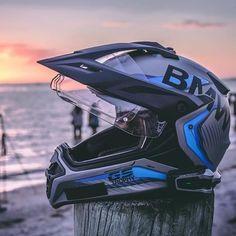 Bmw Adventure Bike, Gs 1200 Adventure, Motorcycle Icon, Moto Bike, Bmw Motorbikes, Bmw Motorcycles, Cool Bike Helmets, Motorcycle Helmets, Bmw Helmet
