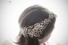 Precioso tocado de novia de AnnuA Tocados Band, Accessories, Fashion, Boyfriends, Girls, Bridal Headpieces, Hand Made, Weddings, Chic