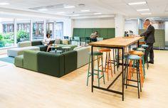 Medarbetarna på vårt huvudkontor är så nöjda med resultat och tycker kontoret känns större än innan renoveringen. Kontoret har blivit en mötesplats för alla där själv väljer hur man vill jobba. Det finns gott om mötesrum för små och stora möten. I vår nya lounge/kök kan vi mötas för fika eller informella möten.